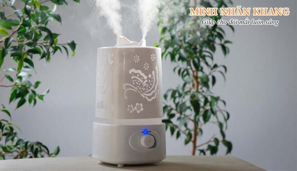 Dùng máy làm tăng độ ẩm không khí là cách giúp giảm khô mắt hiệu quả